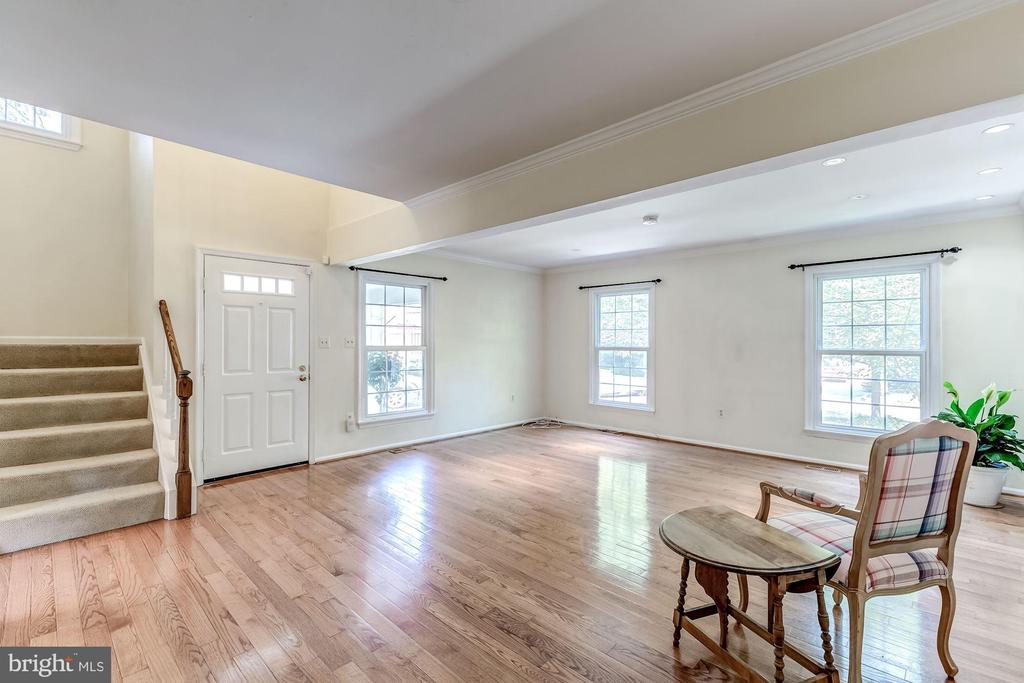 Living Room - 2424 S WALTER REED DR #3, ARLINGTON