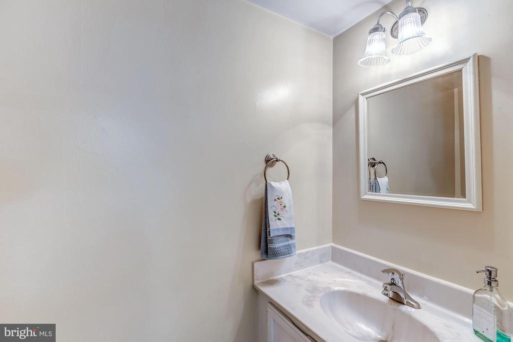 Half Bath - Main - 2424 S WALTER REED DR #3, ARLINGTON