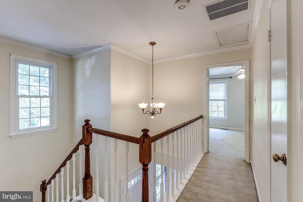 Upstairs Hallway - 2424 S WALTER REED DR #3, ARLINGTON