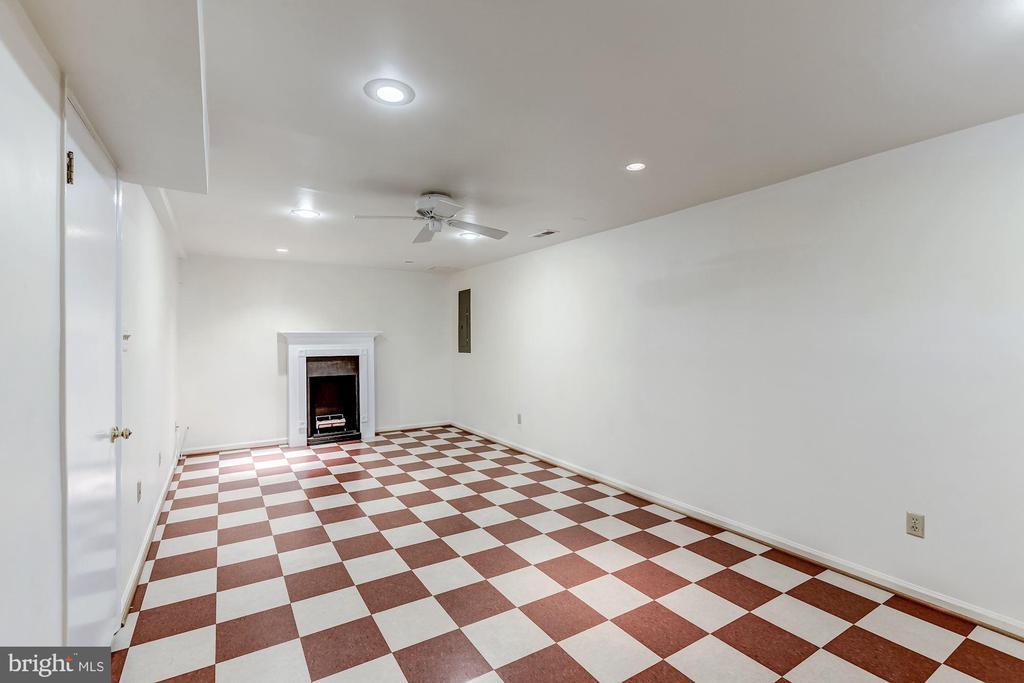 Basement/Rec Room - 2424 S WALTER REED DR #3, ARLINGTON