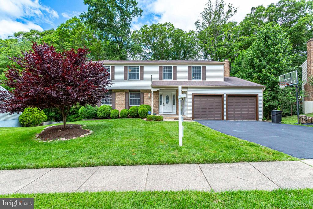 REALLY NICE CURB APPEAL - 8010 TREASURE TREE CT, SPRINGFIELD