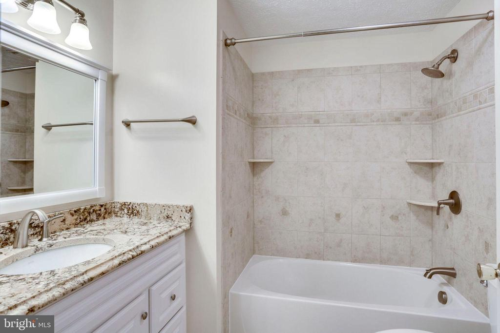 GUEST BATH - 8010 TREASURE TREE CT, SPRINGFIELD
