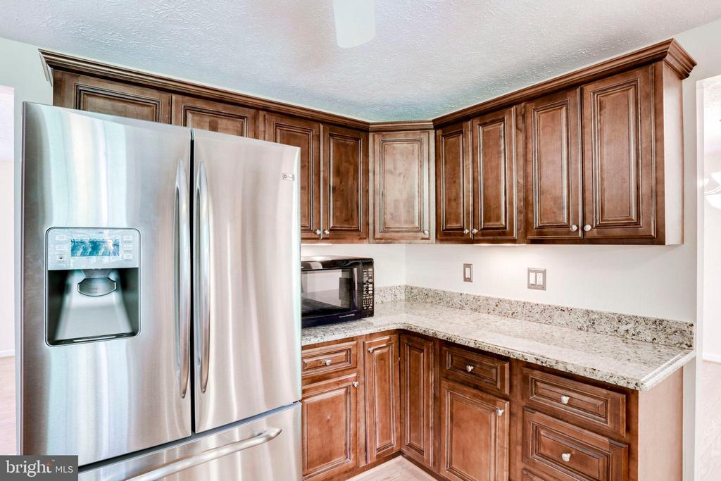 ALL STAINLESS APPLIANCES - 8010 TREASURE TREE CT, SPRINGFIELD