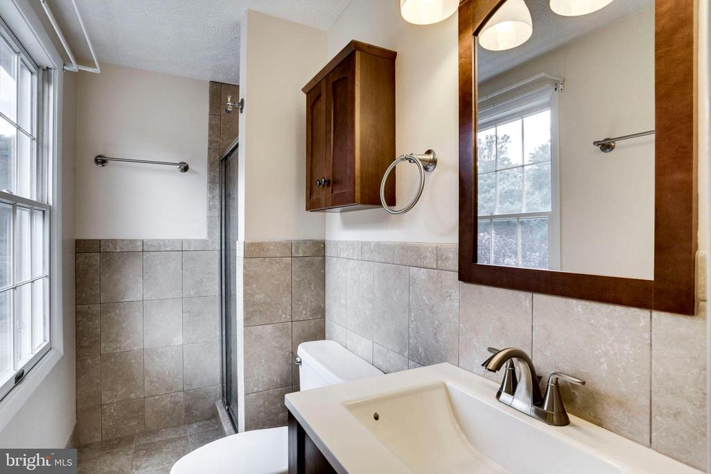 MASTER LUXURY BATH - 8010 TREASURE TREE CT, SPRINGFIELD