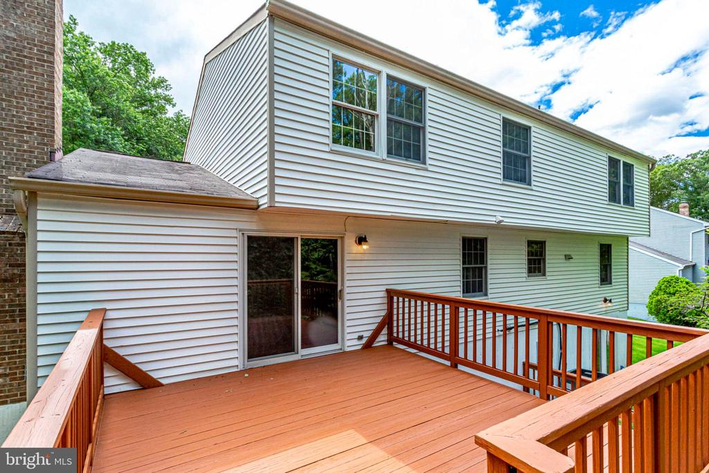 HUGE TWO LEVEL DECK - 8010 TREASURE TREE CT, SPRINGFIELD