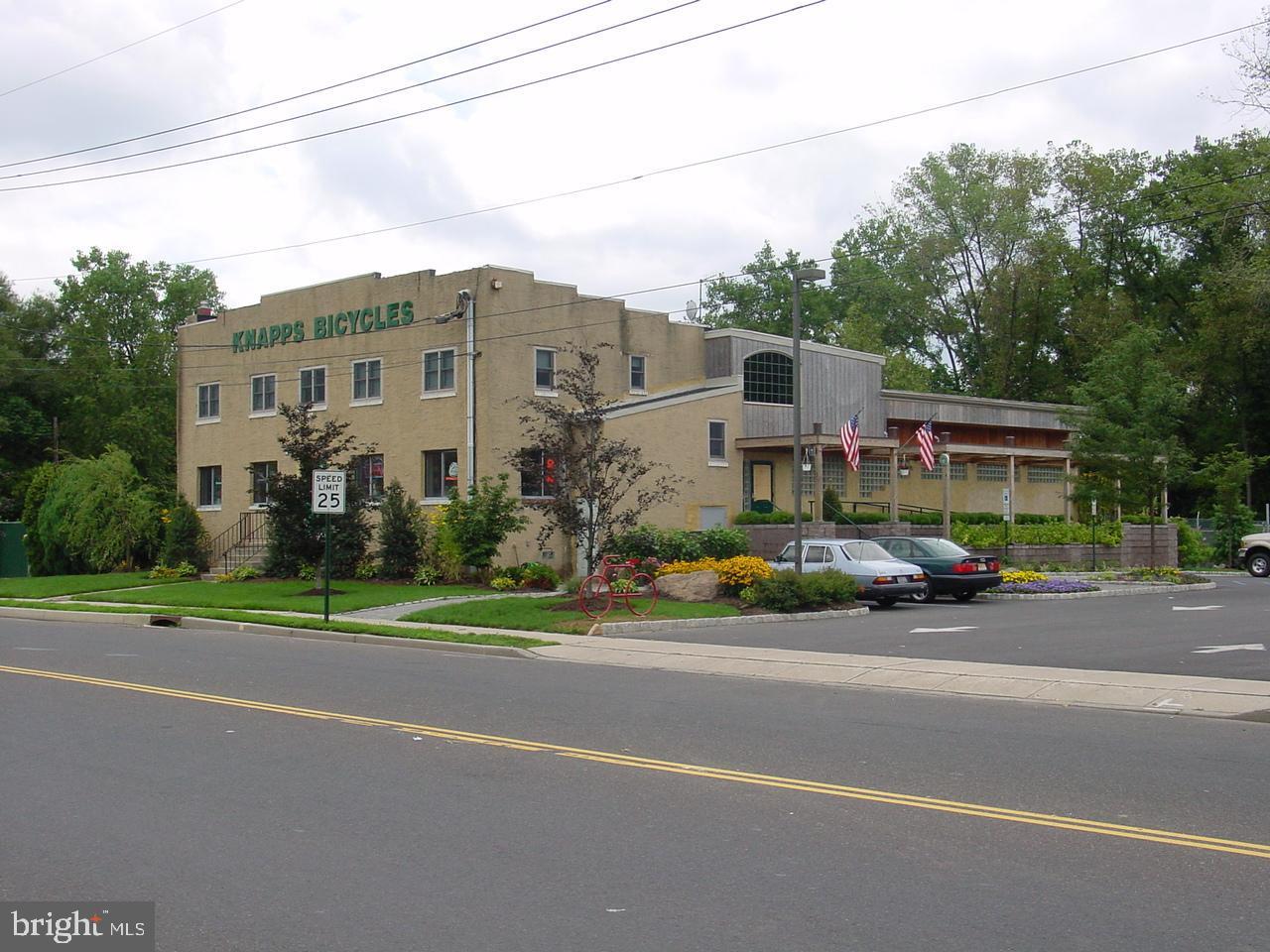 Розничная торговля для того Продажа на Lawrence Township, Нью-Джерси 08648 Соединенные Штаты