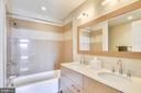 Tub in the Upper Level Bath - 1700 CLARENDON BLVD #128, ARLINGTON