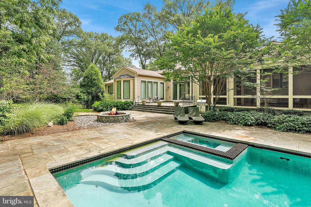 Private Pool - 11304 HUNTOVER DR, NORTH BETHESDA