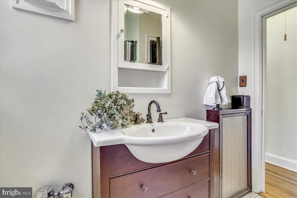 Hall bath - 3000 TILDEN ST NW #402-I, WASHINGTON