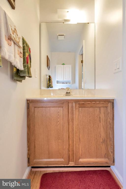 conveniently located powder room - 516 CORNWALLIS AVE, LOCUST GROVE