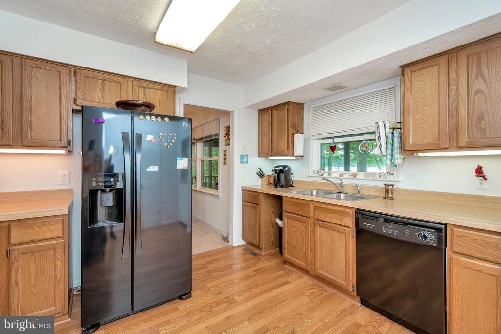 kitchen view from hall - 516 CORNWALLIS AVE, LOCUST GROVE