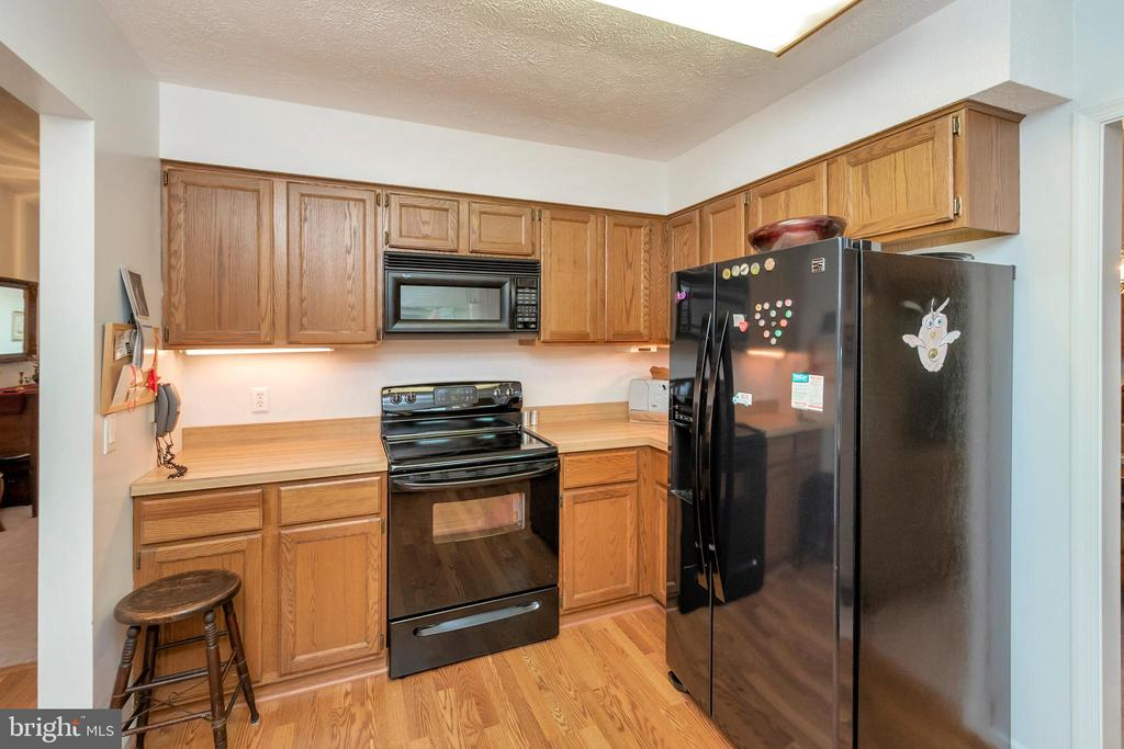 full equipped kitchen lakeside - 516 CORNWALLIS AVE, LOCUST GROVE