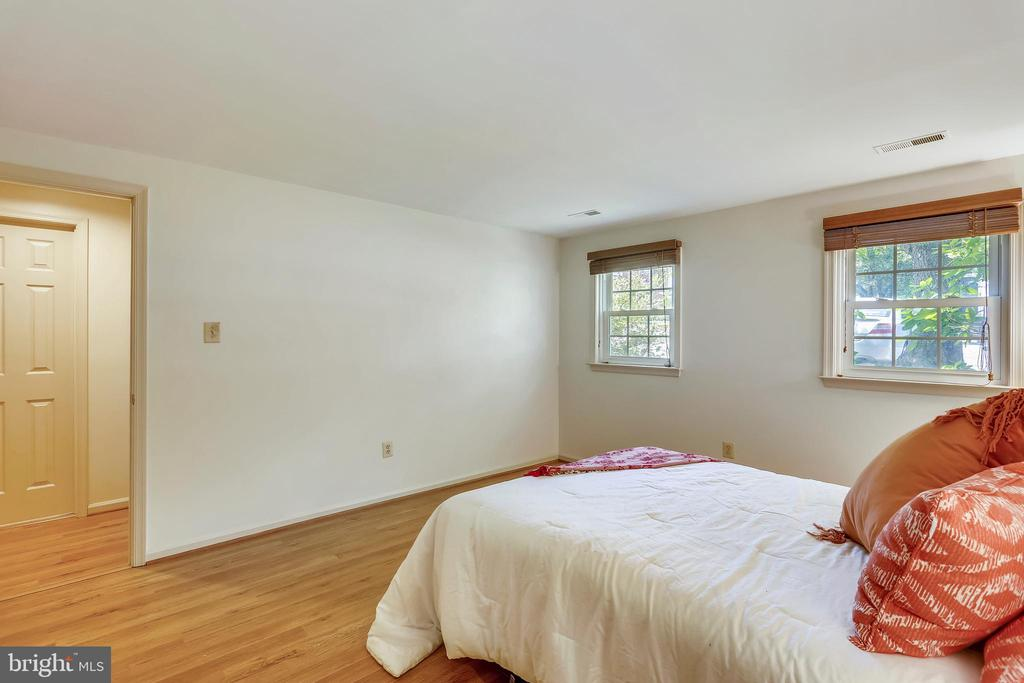 4th Bedroom- lower level - 8 CEDARWOOD CT, NORTH BETHESDA