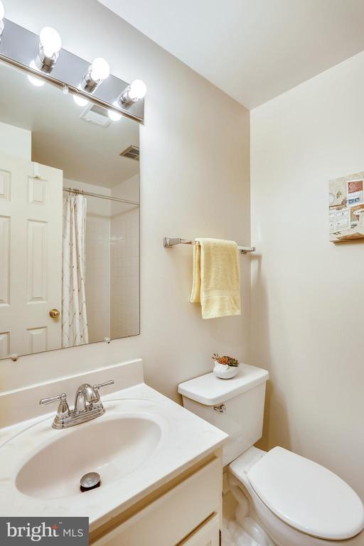full bath lower level - 8 CEDARWOOD CT, NORTH BETHESDA