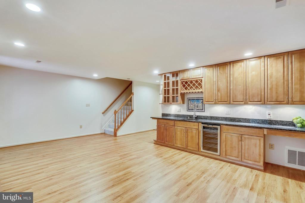 - 8 CEDARWOOD CT, NORTH BETHESDA