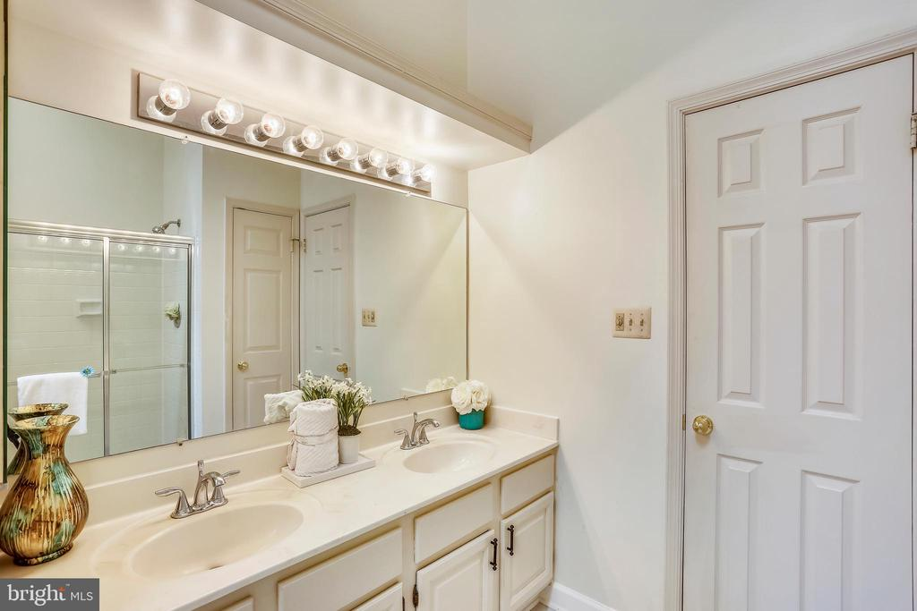 Master Bath - 8 CEDARWOOD CT, NORTH BETHESDA