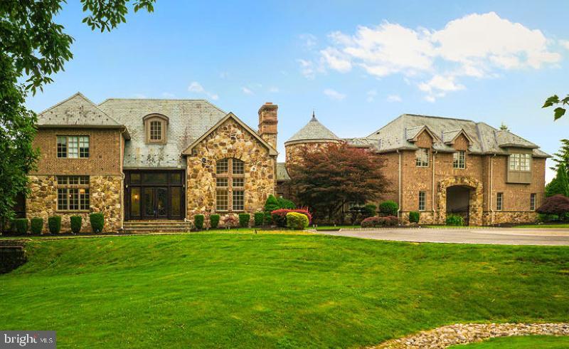 Single Family Homes для того Продажа на Whitehouse Station, Нью-Джерси 08889 Соединенные Штаты