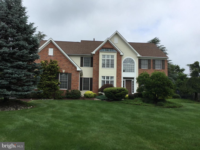 single family homes для того Продажа на Robbinsville, Нью-Джерси 08691 Соединенные Штаты