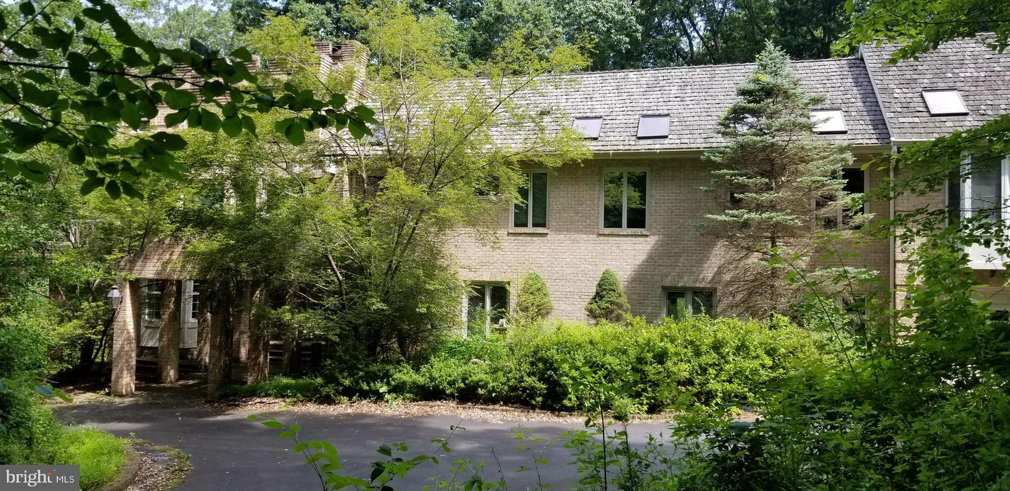 Single Family for Sale at 1080 Manning St Great Falls, Virginia 22066 United States