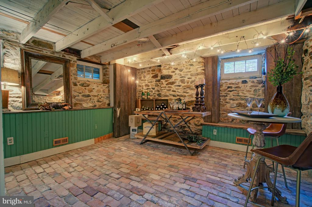- 37859 N FORK RD, PURCELLVILLE