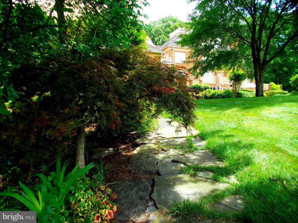 Path from the dock to the home. - 659 ROCK COVE LN, SEVERNA PARK