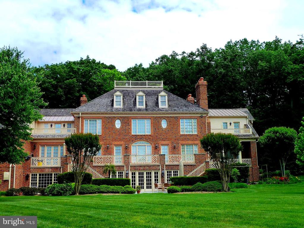 Gentle Slope from Magnificent Home to Waterfront - 659 ROCK COVE LN, SEVERNA PARK
