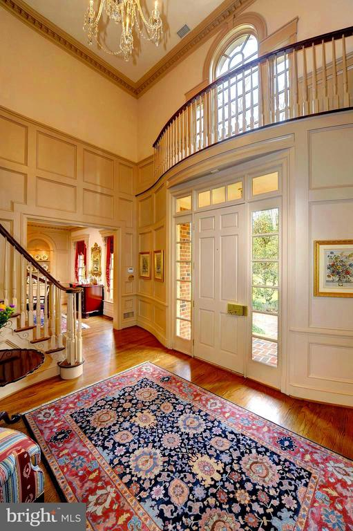 Grand Entry, Curved Stairway, Fabulous Moldings. - 659 ROCK COVE LN, SEVERNA PARK