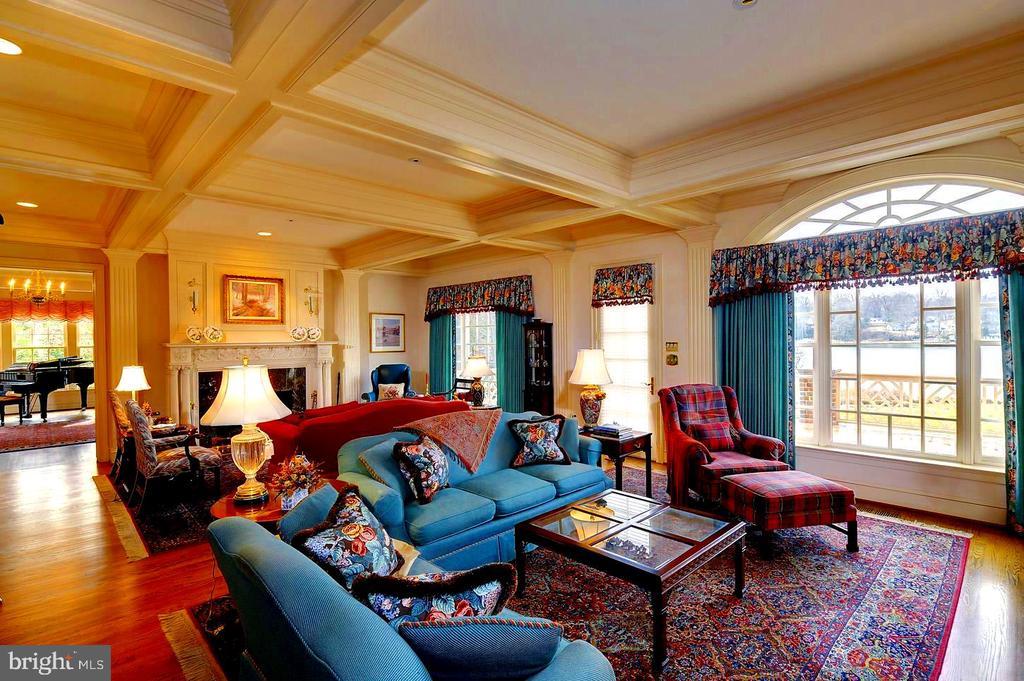 Wonderful Views, Tray Ceiling, Antique Mantel - 659 ROCK COVE LN, SEVERNA PARK