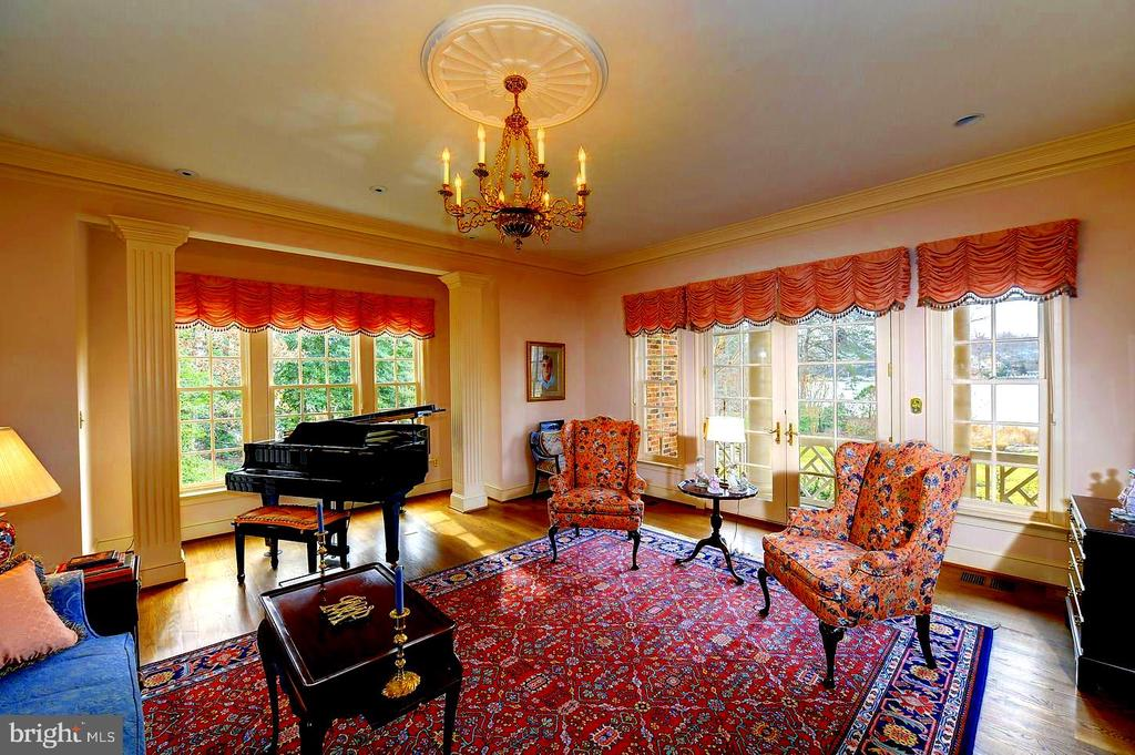 Light and Airy Music Room w Expansive Views, Deck. - 659 ROCK COVE LN, SEVERNA PARK