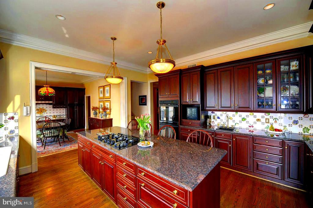 Kitchen and Breakfast Room, Spacious Counter Areas - 659 ROCK COVE LN, SEVERNA PARK