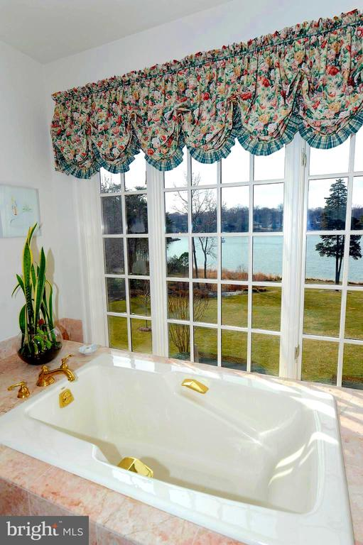 Relax and Enjoy the View - 659 ROCK COVE LN, SEVERNA PARK