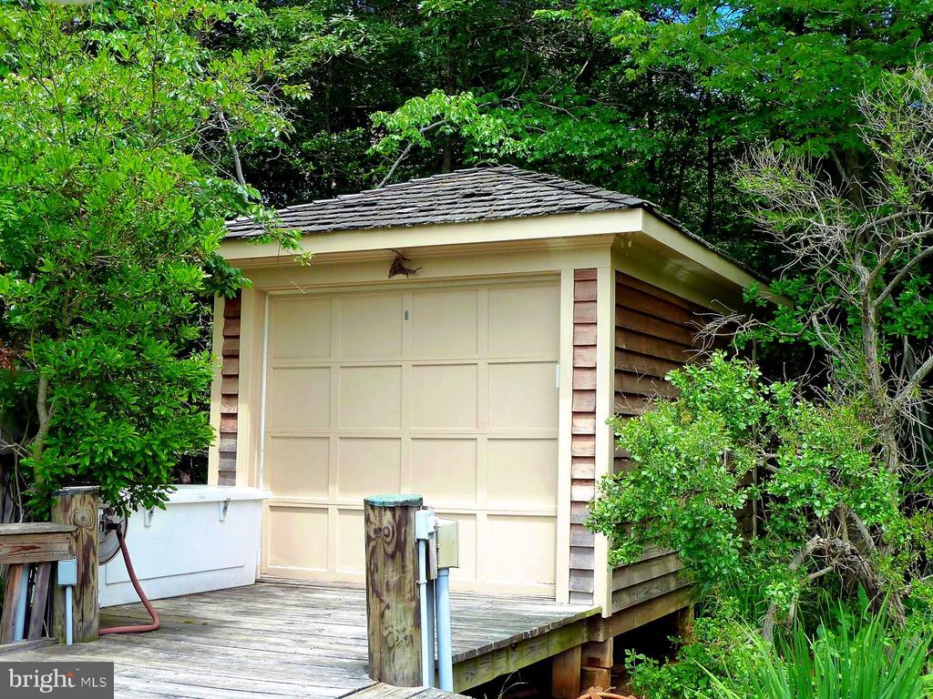 Dock Shed, Great for Storage of All boat Supplies - 659 ROCK COVE LN, SEVERNA PARK