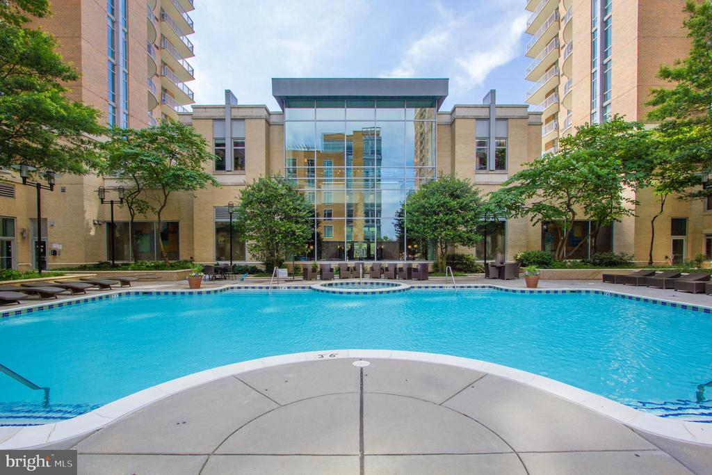 Pool - 11990 MARKET ST #2001, RESTON