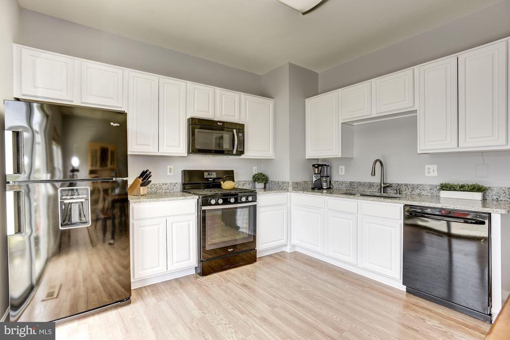 Kitchen | Main Level - 248 GOLDEN LARCH TER NE, LEESBURG