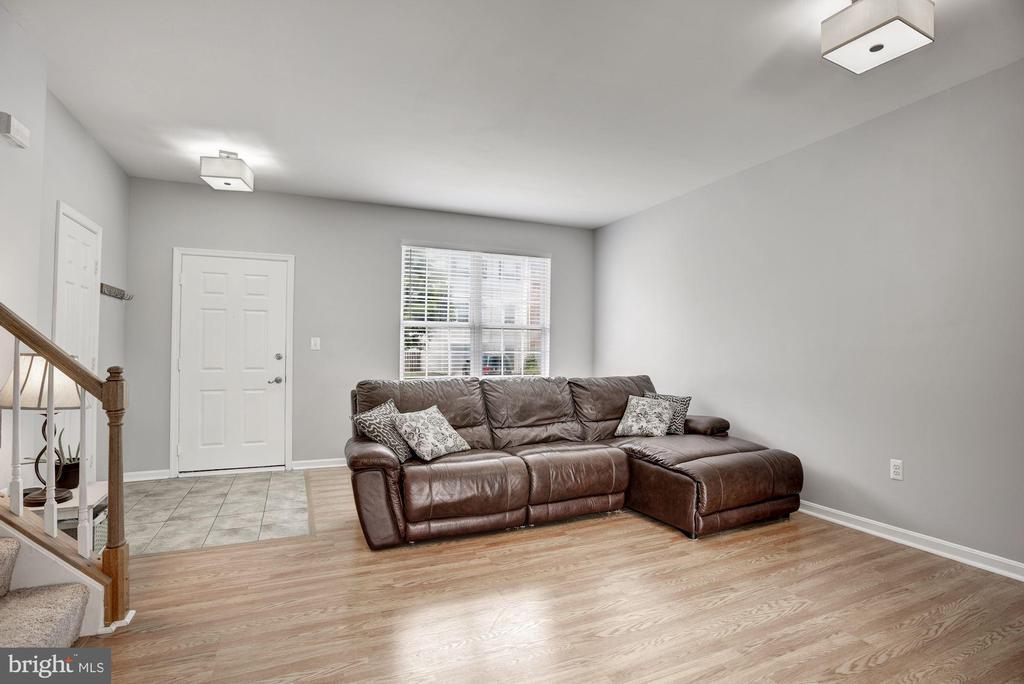 Living Room | Main Level - 248 GOLDEN LARCH TER NE, LEESBURG