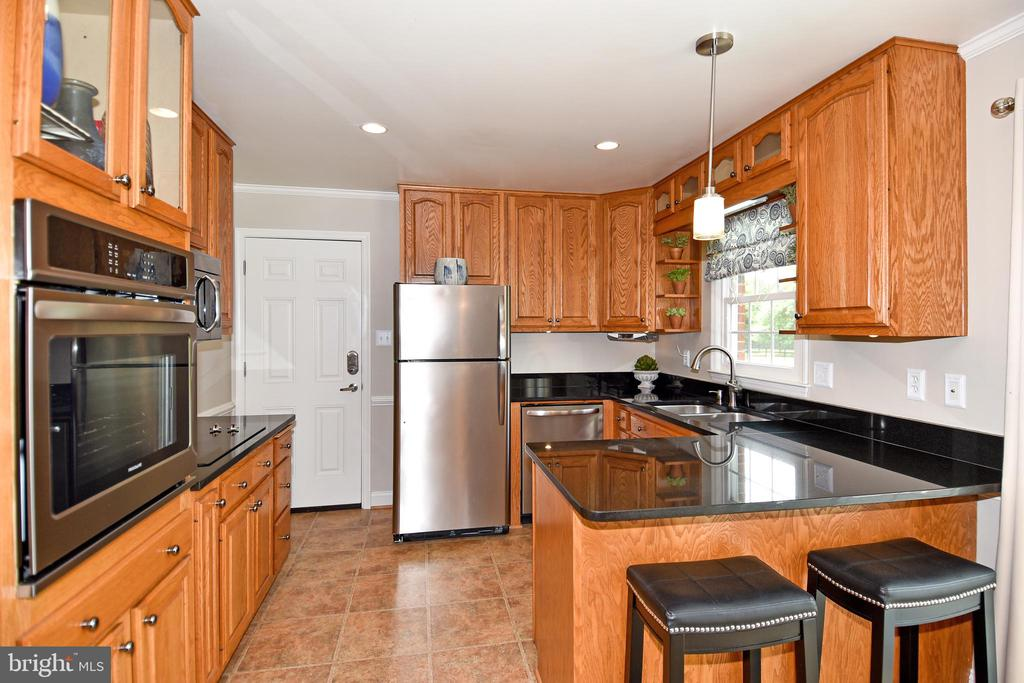 Stainless steel appliances purchased in 2018. - 43581 LOST CORNER RD, LEESBURG