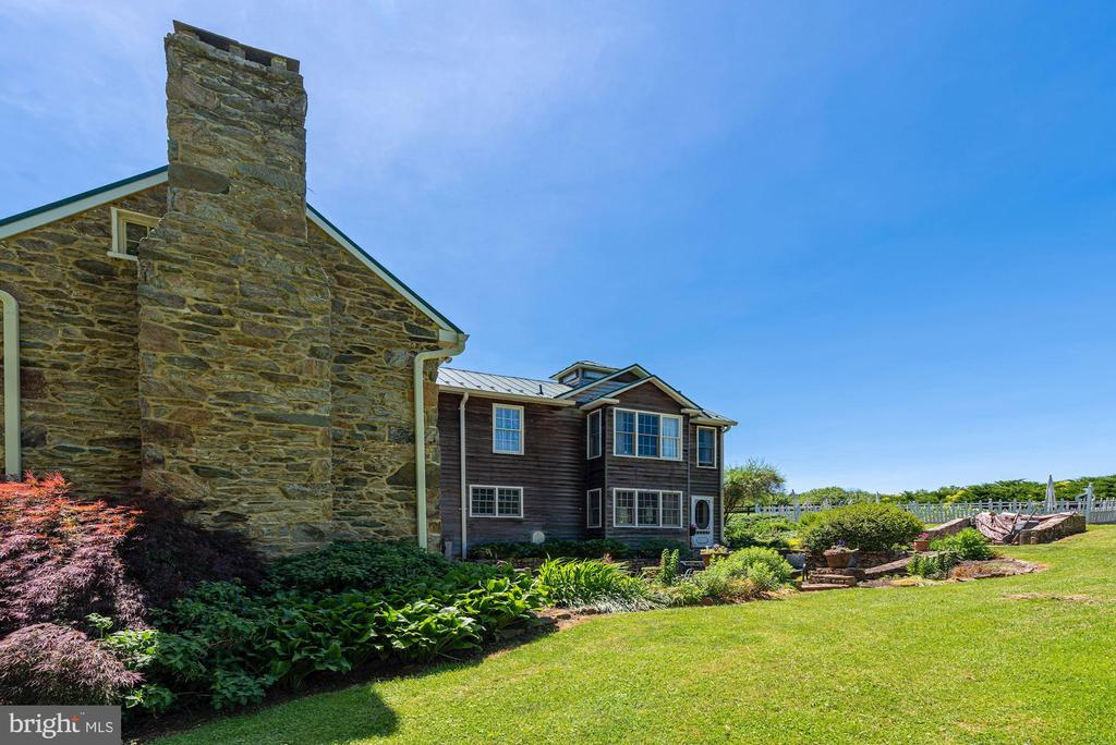 Mature Landscaping - 20597 FURR RD, ROUND HILL