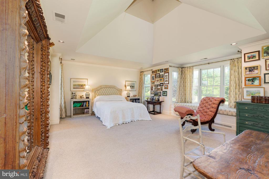 Master Suite with views of Patio and Gardens - 20597 FURR RD, ROUND HILL