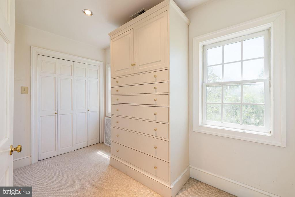Master Walk-In Closet - 20597 FURR RD, ROUND HILL