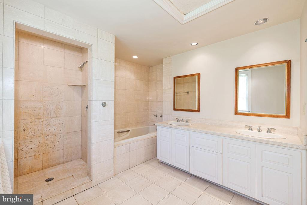 Master Marble Bathroom - 20597 FURR RD, ROUND HILL