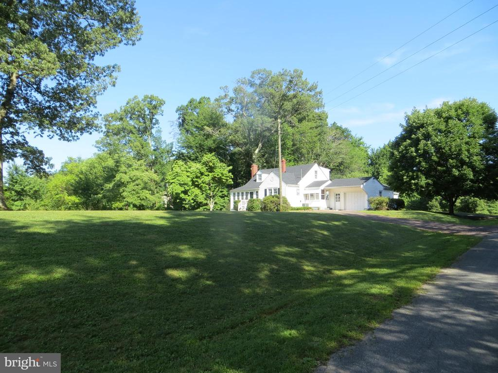 exceptional corner & large yard - 7088 LOUISIANNA RD, LOCUST GROVE