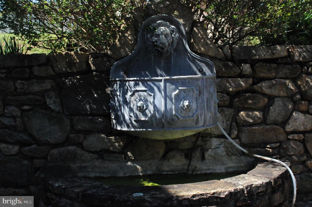 Antique Fountain on Patio - 20597 FURR RD, ROUND HILL