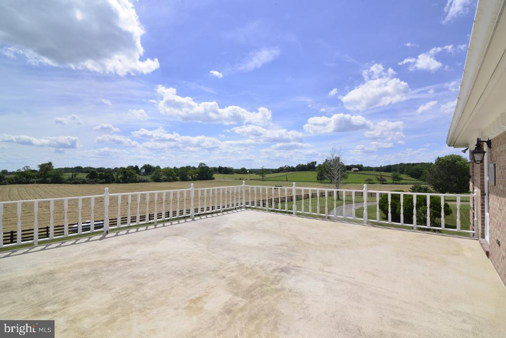 Second balcony with access to bedrooms - 346 SALEM CHURCH RD, BOYCE