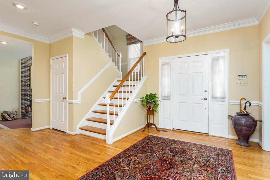 Entry Foyer - Spacious and Open - 10735 BEECHNUT CT, FAIRFAX STATION
