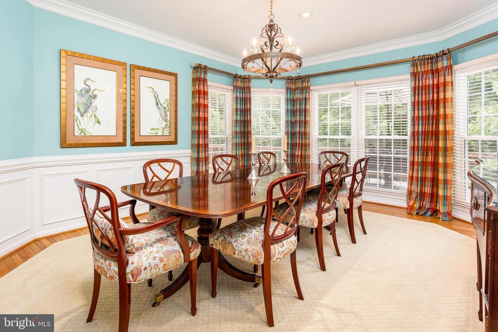 Dining Room with custom molding - 10735 BEECHNUT CT, FAIRFAX STATION