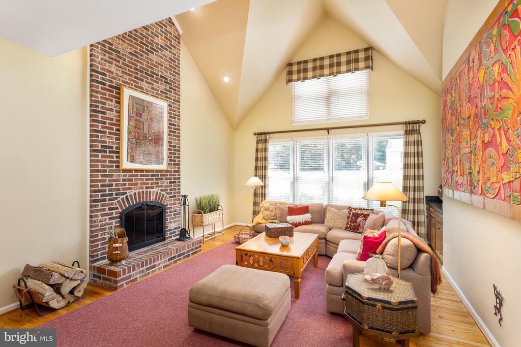 Fabulous Family Room! - 10735 BEECHNUT CT, FAIRFAX STATION