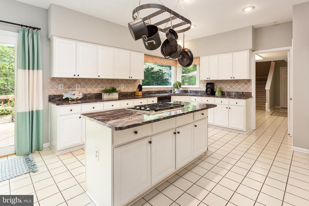Gourmet Granite Kitchen - 10735 BEECHNUT CT, FAIRFAX STATION
