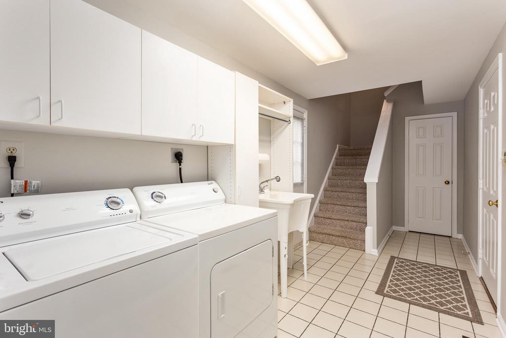 Laundry / Mud Room with Back Staircase - 10735 BEECHNUT CT, FAIRFAX STATION