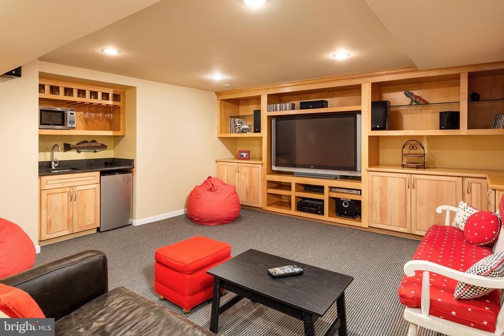 Lower Media Room with Wet Bar & Surround System - 10735 BEECHNUT CT, FAIRFAX STATION