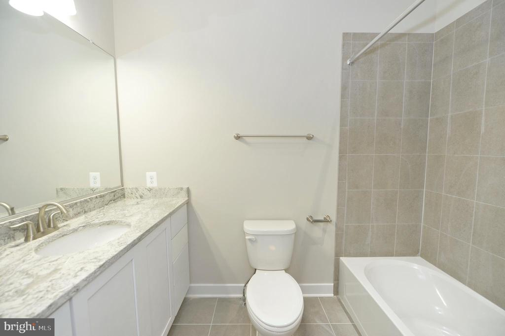 Uppper level full bath with custom tile - 3 CLARA MAE COURT, ROUND HILL